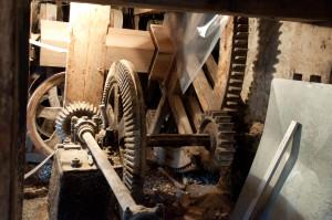 Die Mühle besteht hauptsächlich aus Holz.