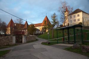 Das Schloss Spielfeld befindet sich in der Nähe der Volksschule am Eingang der südsteirischen Weinstraße.