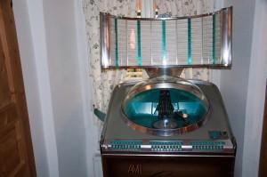 Die Jukebox aus dem Jahr 1956 würde sogar noch funktionierten, wenn man einen Schilling parat hat.