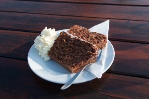 Bemerkenswert ist auch der frische und saftige Schokoladekuchen.