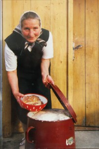 Maria Gross: die Tradition Kübelfleisch vor 25 Jahren... (Foto: Martina Mouih)