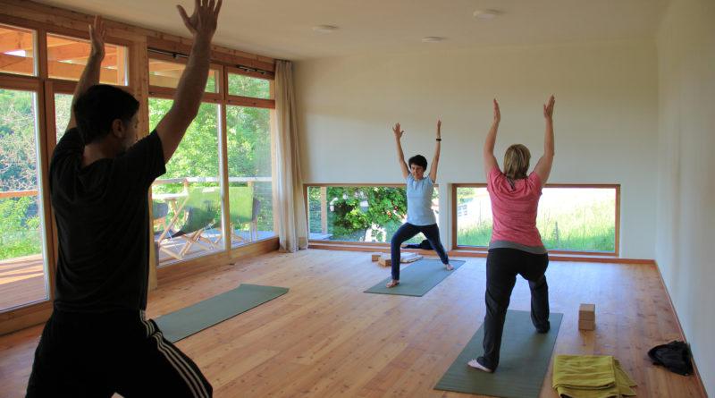 Yoga Margit Weingast Tauss (c) Ulrike Elsneg TV Die Suedtseirische Weinstraße (36)